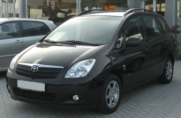 Toyota Corolla Verso E121